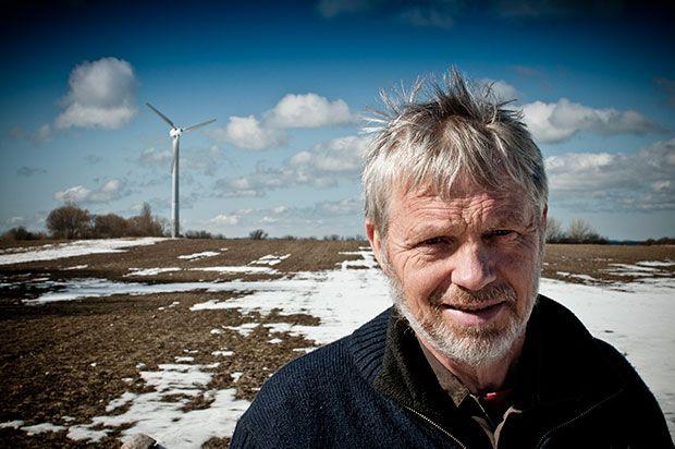 Hos økologisk grønsagsproducent Peter Bay Knudsen går halmbyggeri, vindenergi og økologisk landbrug hånd i hånd med moderne teknologiFoto: Morten Telling